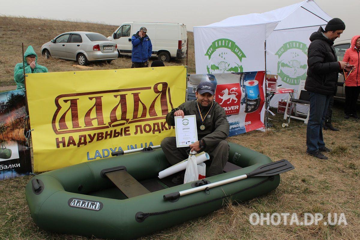 Дмитрий Спивак получил гребную надувную лодку ЛТ-250С